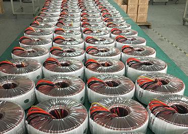 圣元大功率环形变压器准备出货