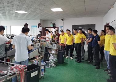 客户来访参观圣元环形变压器生产车间