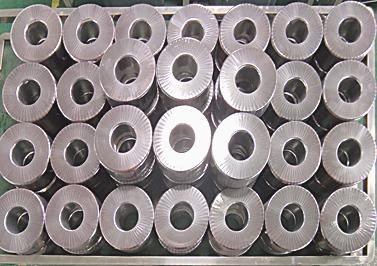 绕制好绝缘膜的环形变压器铁芯